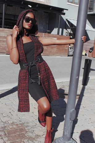 SHOUT OUT TO MY BFF, LAWTON ROBINSON FOR TAKING THESE BOMB PICS! So, my alter ego was unleashing her style today! Did you read about Regina Lewis in my previous blog? Check it out! It's a funny story